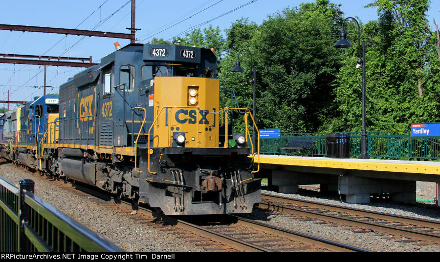 CSX 4372 leads local C770